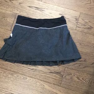 Lulu Lemon Skirt (size 2)